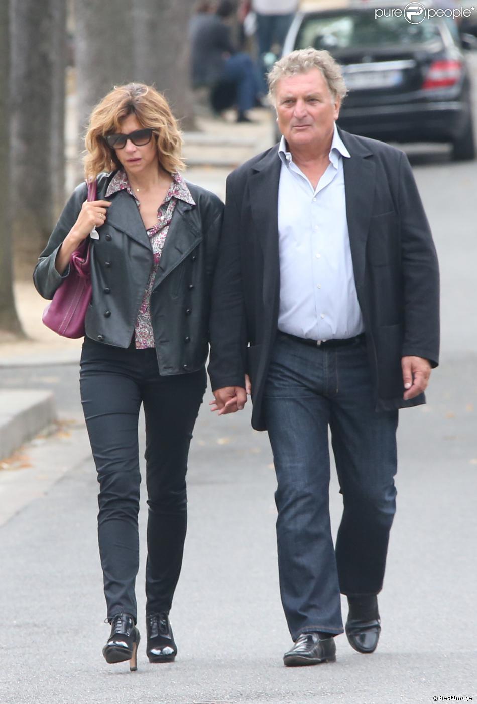 Florence pernel et son mari patrick rotman la sortie des obs ques de val rie benguigui au - Valerie damidot et son mari ...