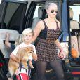 Les fils de Gwen Stefani, Kingston et Zuma s'éclatent avec leur père Gavin Rossdale à Los Angeles, le 8 septembre 2013.
