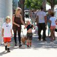 Les fils de Gwen Stefani, Kingston et Zuma avec leur tante Soraya à Los Angeles, le 8 septembre 2013.