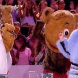 Miley Cyrus a dansé avec Arié Elmaleh et des gros ours en peluche sur le plateau du Grand Journal, le 9 septembre 2013.