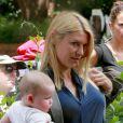 """Claire Danes et son fils Cyrus sur le tournage de la saison 3 de """"Homeland"""" à Charlotte en Caroline du Nord, le 10 juillet 2013."""