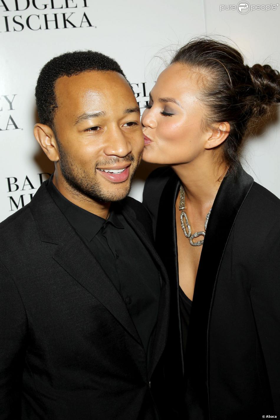 John Legend et sa fiancée Chrissy Teigen lors du défilé Badgley Mischka printemps-été 2014 à New York, le 10 septembre 2013.