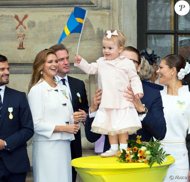 La princesse Estelle de Suède n'a rien manqué, sous le regard de sa tante la princesse Madeleine et avec sa mère la princesse Victoria et son père le prince Daniel, des festivités organisées au palais royal à Stockholm le 15 septembre 2013 pour le jubilé des 40 ans de règne du roi Carl XVI Gustaf de Suède.