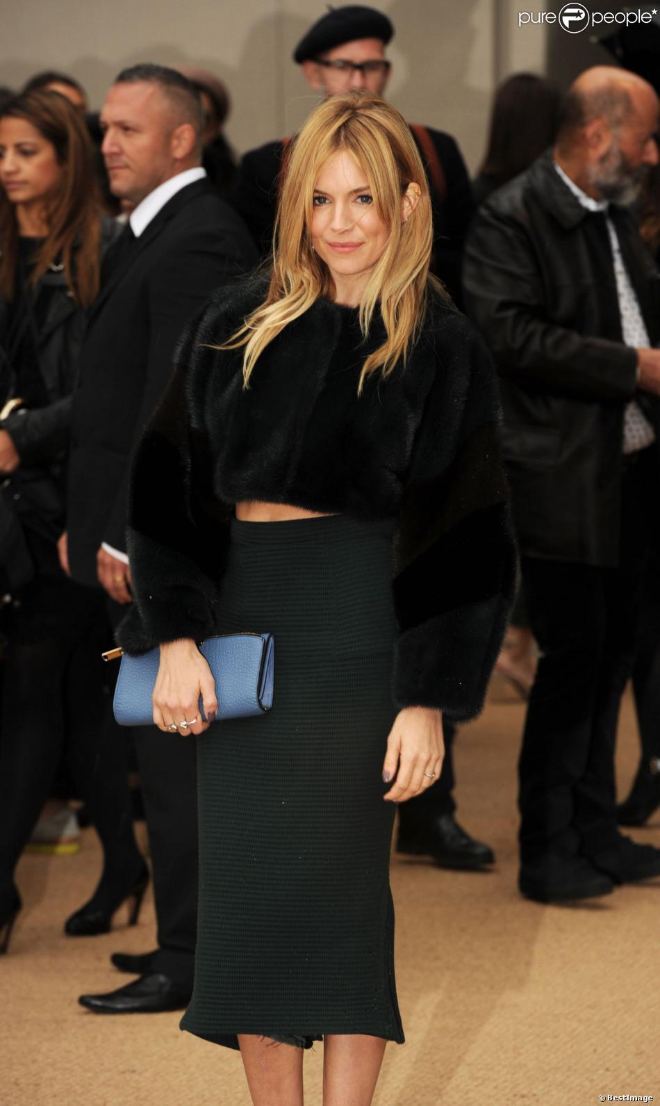 Sienna Miller au défilé de mode Burberry Prorsum, collection printemps-été 2014, lors de la fashion week de Londres. Le 16 septembre 2013