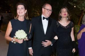 Charlotte Casiraghi enceinte, souriante et complice auprès d'Albert et Caroline