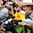 Auprès des écoliers, Mathilde de Belgique fait toujours un tabac ! Le roi Philippe et la reine Mathilde de Belgique effectuaient le 17 septembre 2013 à Mons, chef-lieu de la province du Hainaut, la troisième étape de leur tournée Joyeuses entrées.