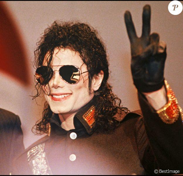 Michael Jackson à l'aéroport d'Heathrow à Londres le 23 juin 1992