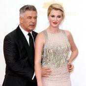 Alec Baldwin aux Emmy Awards : Glamour, sa fille Ireland lui fait de l'ombre !