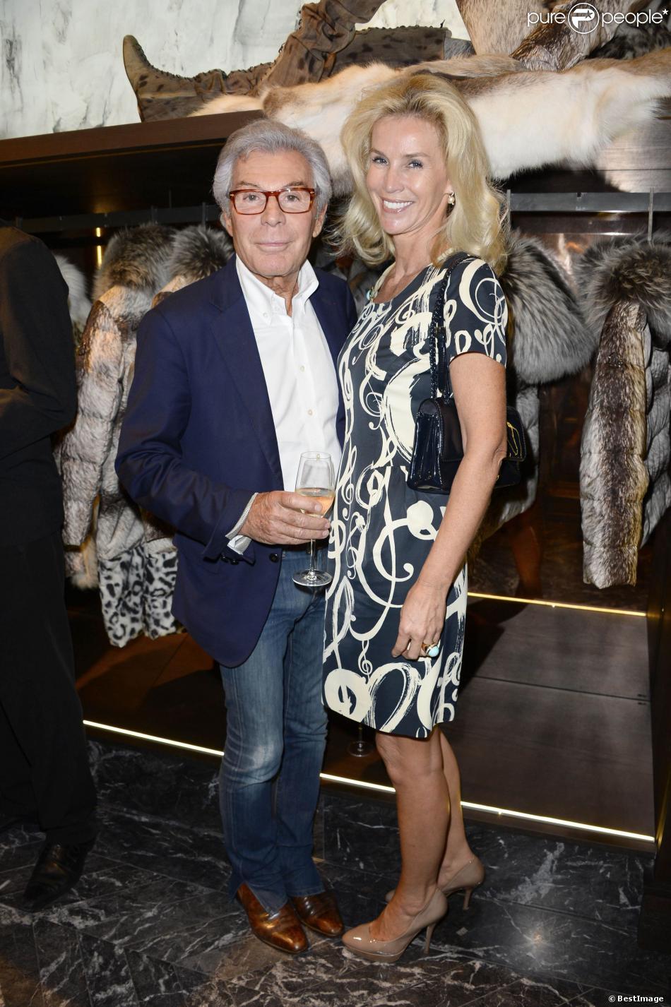 jean daniel lorieux et sa femme lors de l 39 inauguration du nouveau flagship moncler rue du. Black Bedroom Furniture Sets. Home Design Ideas