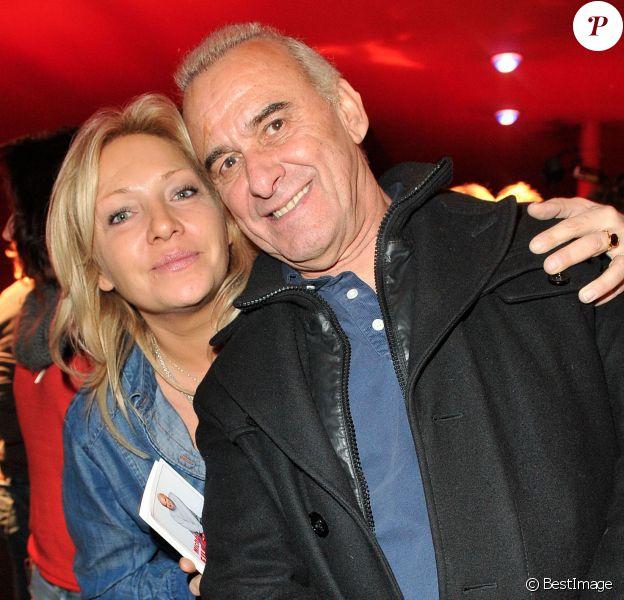 Exclusif - Michel Fugain pose avec sa compagne Sanda à La Cigale, à Paris, le 15 Novembre 2012.