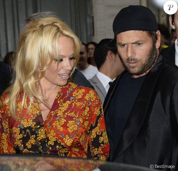 Pamela Anderson et son ex-époux Rick Salomon lors du défilé Vivienne Westwood printemps-été 2014 au Centorial. Paris, le 28 septembre 2013.