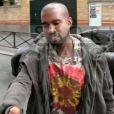 Kanye West s'adresse aux photographes français, leur demandant avec courtoisie de se contenter de faire leur travail, sans lui adresser la parole. Paris, le 29 septembre 2013.