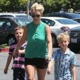 Britney Spears avec ses fils, Sean et Jaden à Thousand Oaks. Le 17 août 2013.