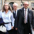 L'ex-kiné des stars Pierre Pallardy et son épouse Florence Pallardy, en compagnie de leur avocat Hervé Temime, arrivent aux assises de Paris où debute son procès pour viols et agressions sexuelles sur plusieurs anciennes patientes le 3 octobre 2013.