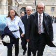 L'ex-kiné des stars Pierre Pallardy et sa femme Florence Pallardy, en compagnie de leur avocat Hervé Temime, arrivent aux assises de Paris où debute son procès pour viols et agressions sexuelles sur plusieurs anciennes patientes le 3 octobre 2013.