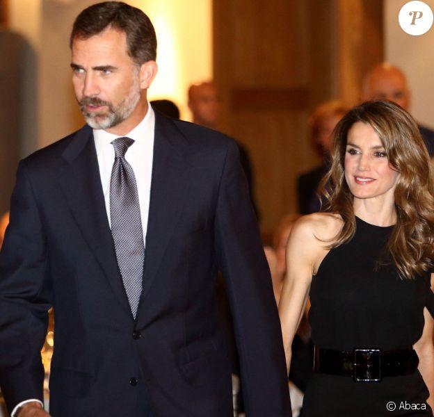 Letizia et Felipe d'Espagne main dans la main pour la remise des prix LIBER 2013 le 3 octobre 2013 à Madrid en marge du Salon international du livre.