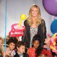 Heidi Klum, entourée d'enfants mannequins lors du défilé Truly Scrumptious. New York, le 5 octobre 2013.