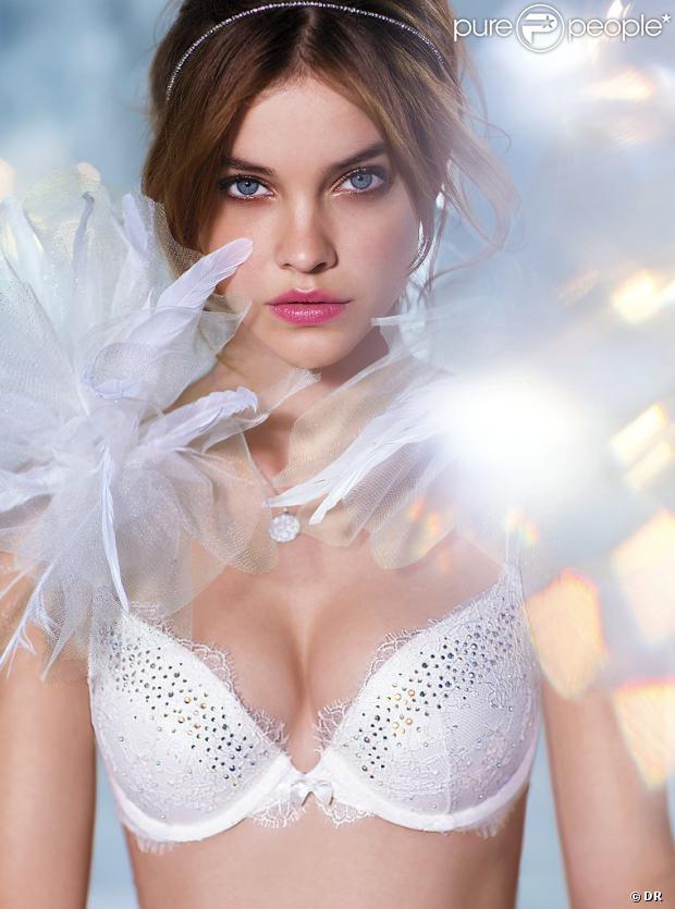 Barbara Palvin célèbre son 20e anniversaire le 8 octobre 2013. Elle pose ici pour la lingerie Victoria's Secret (2013).