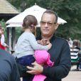 Tom Hanks avec sa petite fille Olivia Jane à Hyde Park, Londres, le 8 octobre 2013.