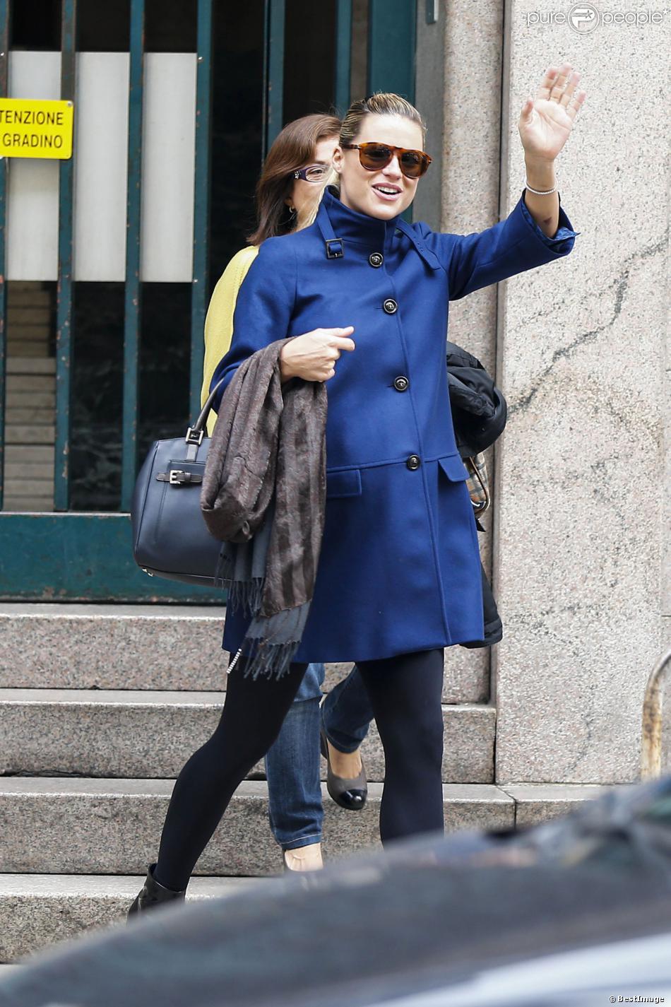 Michelle Hunziker arrive à la très chic maternité Casa di Cura La Madonnina à Milan pour son accouchement, le 9 octobre 2013.