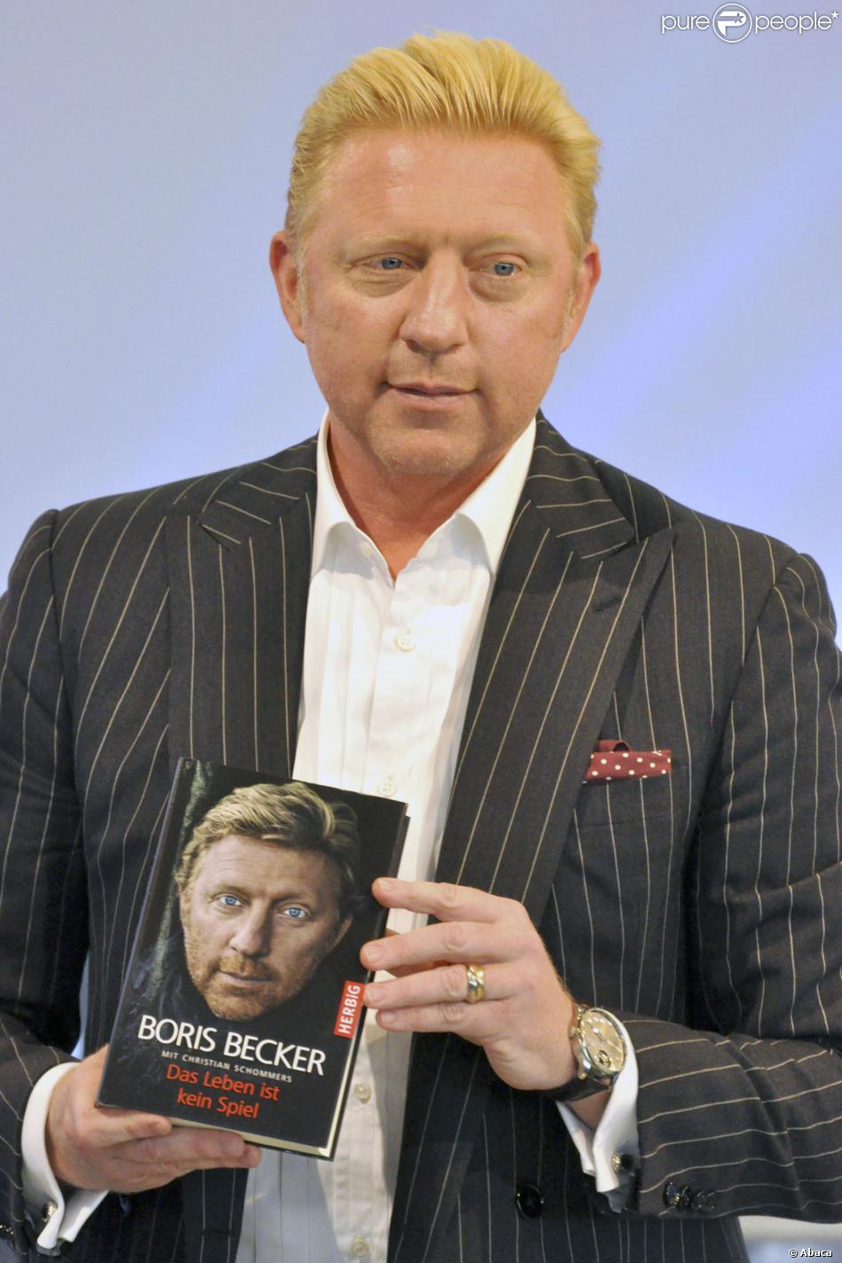 """Boris Becker présente son autobiographie """"La vie n'est pas un jeu"""" à Francfort le 10 octobre 2013."""