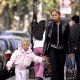 Anna, fille de Boris Becker, avec sa maman Angela Ermakova, à Londres le 16 octobre 2005.