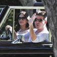 Simon Cowell et sa compagne Lauren Silverman (enceinte) en voiture dans les rues de Los Angeles, le 12 octobre 2013.