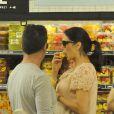 Simon Cowell et sa compagne Lauren Silverman (enceinte) au magasin Whole Foods à Beverly Hills, le 12 octobre 2013.