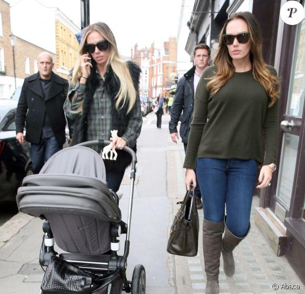 Tamara Ecclestone et sa soeur Petra accompagnées de la petite Lavinia, fille de Petra, à Londres, après un déjeuner famille le 18 octobre 2013