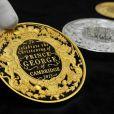 Des pièces commémoratives ont été frappées par la Monnaie royale britannique pour le baptême du prince George de Cambridge, premier enfant du prince William et de Kate Middleton, le 23 octobre 2013 au palais Saint James. Approuvées par ses parents, la devise de la reine Elizabeth II God and my right y figure.