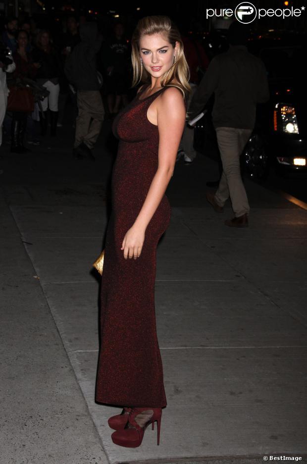Kate Upton arrive au Cipriani 55 Wall Street pour assister au gala Night Of Stars organisé par le Fashion Group International. New York, le 22 octobre 2013.