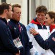 Ben Ainslie et Paul Goodison félicités par Kate Middleton à Weymouth, le 6 août 2012