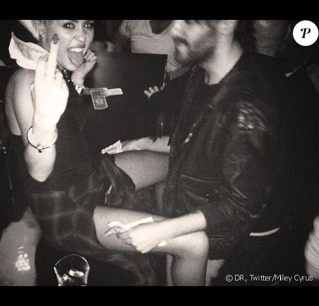 Miley Cyrus a posté une photo encore provoc' sur son compte Twitter, le 23 octobre 2013.