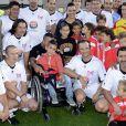 David Hallyday au côté du petit Yanis en compagnie d'Olivier Panis et Frédéric Meyrieu, lors d'un match de foot caritatif pour récolter des fonds pour l'association Pour Yanis, le 24 octobre 2013 à La Ciotat