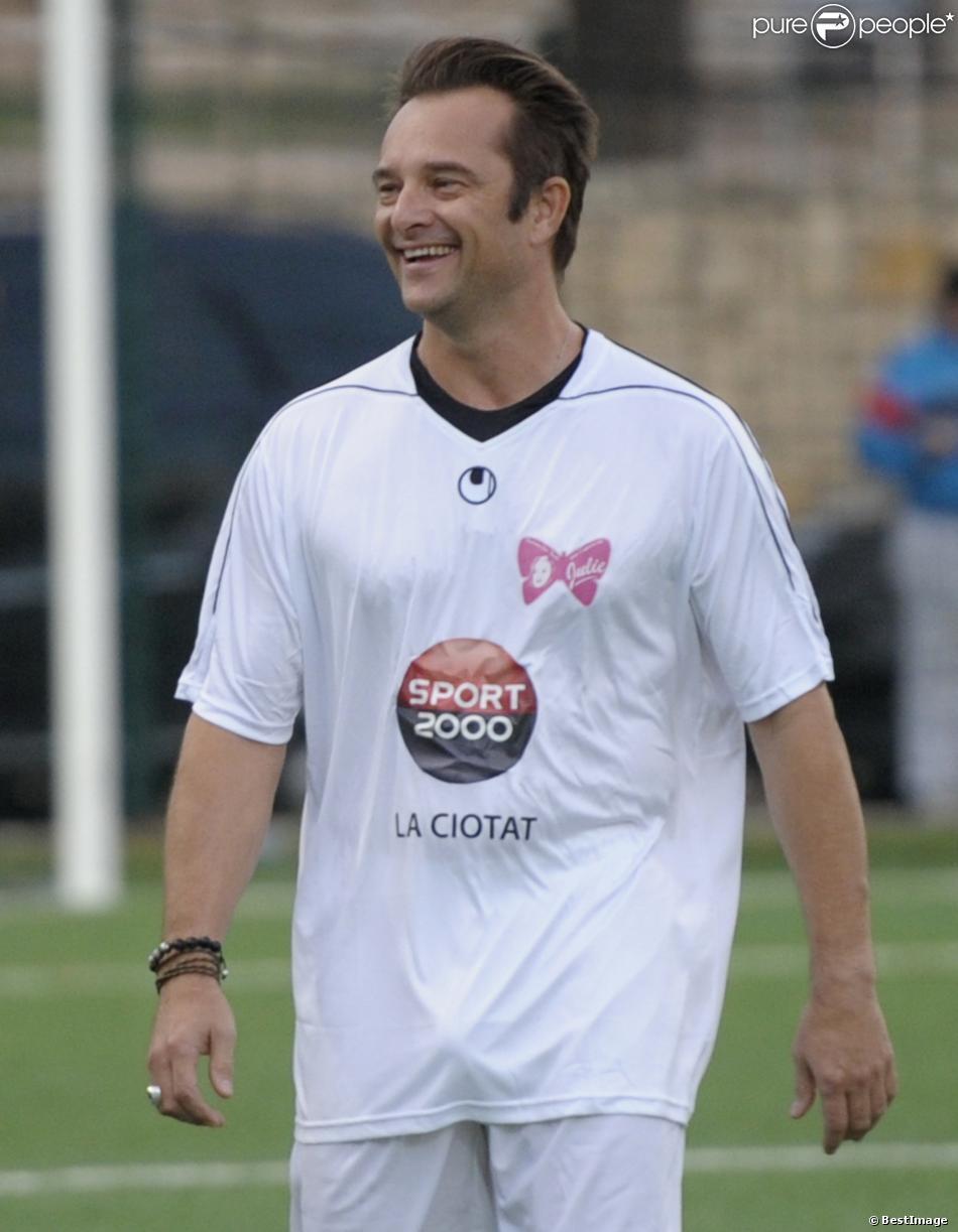 David Hallyday, tout sourire lors d'un match de football caritatif à La Ciotat afin de récolter des fonds pour le petit Yanis âgé de 6 ans et qui souffre d'insuffisance cérébrale et musculaire, le 24 octobre 2013