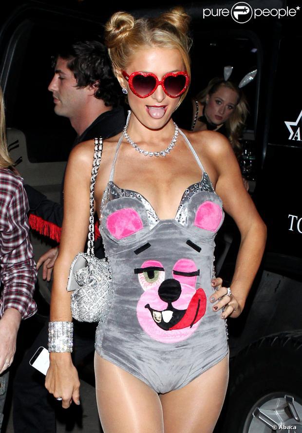 Paris Hilton s'est déguisée en Miley Cyrus à l'occasion d'une soirée Halloween organisée par Kate Hudson, à Brentwood, le samedi 26 octobre 2013.
