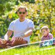 Le mari de Drew Barrymore, Will Kopelman, avec leur fille Olive, à New York le 28 septembre 2013