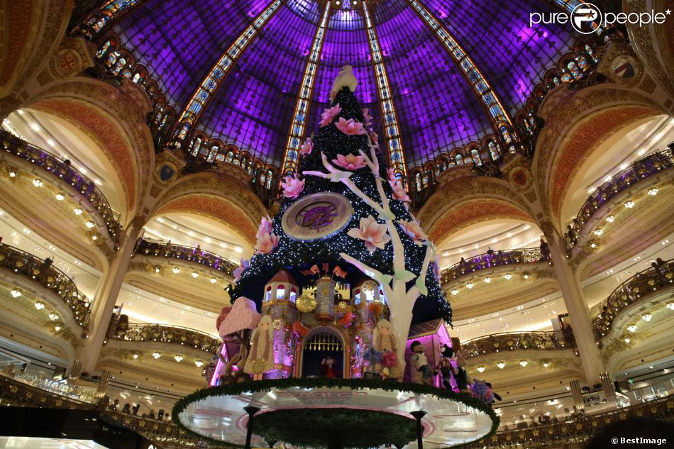 sapin de noel aux illuminations de no l aux galeries lafayette paris le 6 novembre 2013. Black Bedroom Furniture Sets. Home Design Ideas