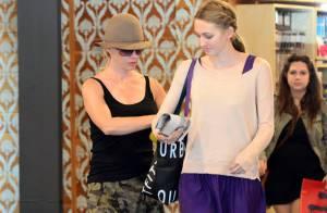 Jennie Garth : Shopping détente avec sa ravissante fille Luca