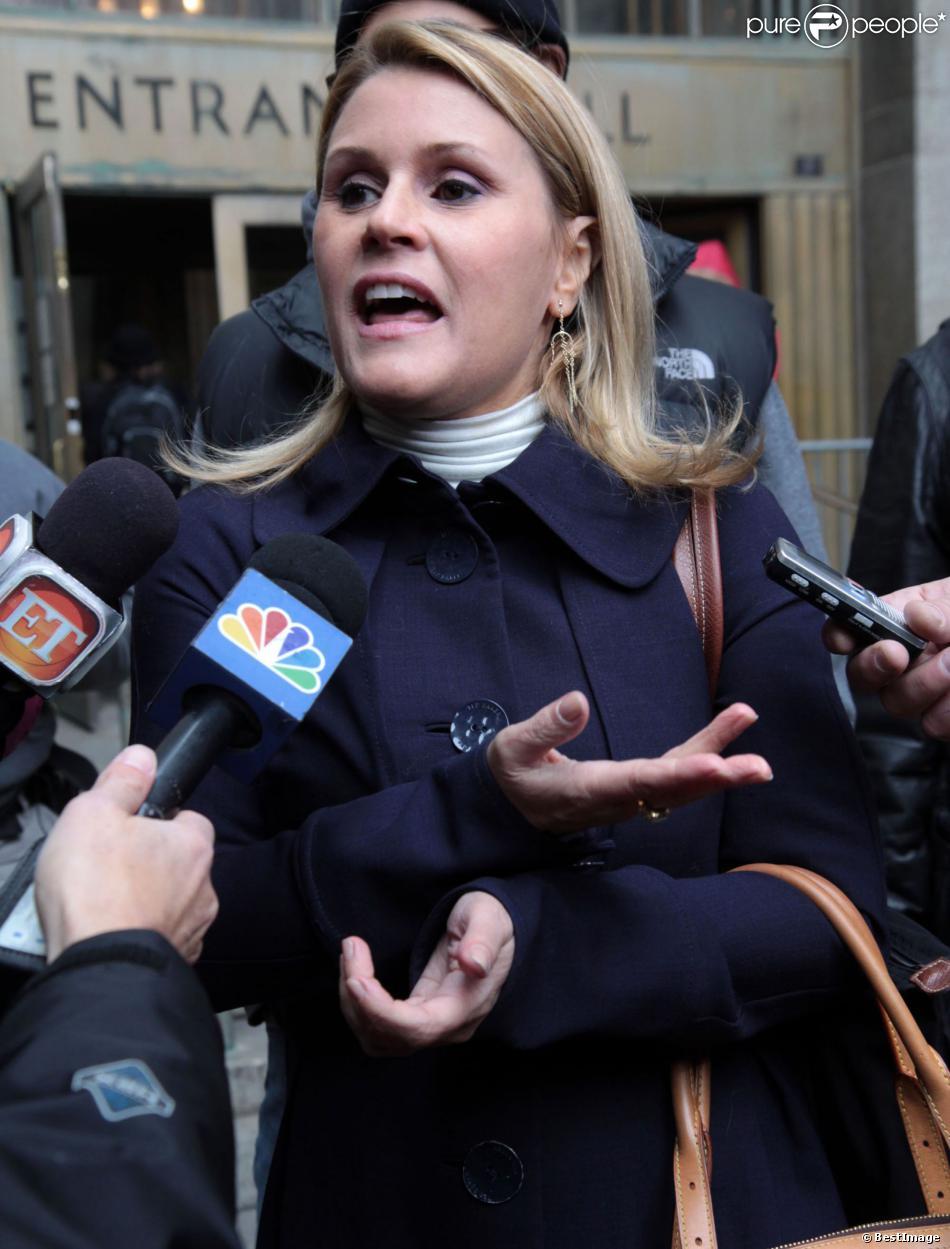 Geneviève Sabourin quitte le tribunal de New York le 12 novembre 2013 après son procès pour harcèlement qui l'oppose à l'acteur Alec Baldwin.