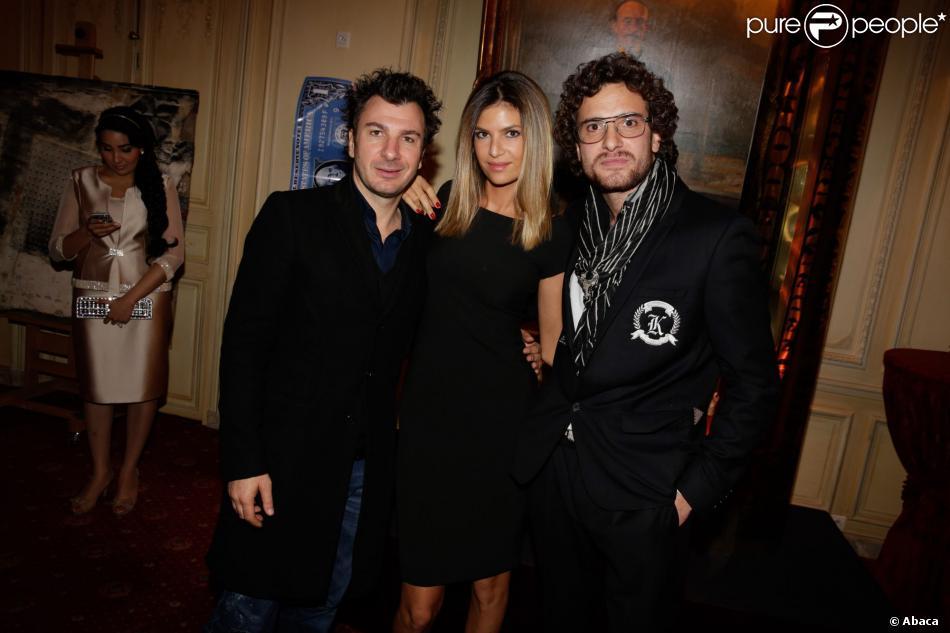 L'artiste Karl Lagasse, Michael Youn et Isabelle Funaro, à l'Automobile Club de France, à Paris, à l'occasion de la soirée de vente aux enchères au profit de l'association AMFE, le mercredi 13 novembre 2013.