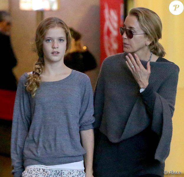 Felicity Huffman et sa fille Georgia Grace Macy à l'aéroport de Loas Angeles après un vol en provenance de New York, le 11 novembre 2013.