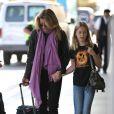Felicity Huffman et sa fille Sophia à l'aéroport de Los Angeles, le 7 août 2012.