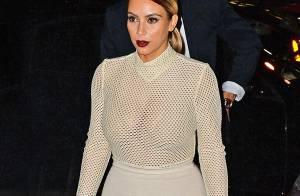 Kim Kardashian : Sexy en transparence avec sa soeur Kendall pour une soirée arty