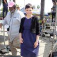 Ginnifer Goodwin, enceinte, sur le plateau d'Extra à Universal City, le 10 octobre 2013
