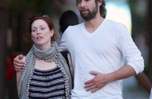 PHOTOS : Julianne Moore et son mari, ciné et promenade en amoureux !