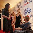 Kate Middleton rencontre Tanni Grey-Thompson au gala de charité annuel SportsBall à Londres, le 28 novembre 2013.