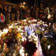 Ambiance au mémorial improvisé en hommage à Paul Walker sur les lieux du crash à Valencia, le 1er décembre 2013.