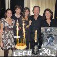 Michel Leeb entouré de Béatrice, sa femme, son fils Tom et ses deux filles, Elsa et Fanny.