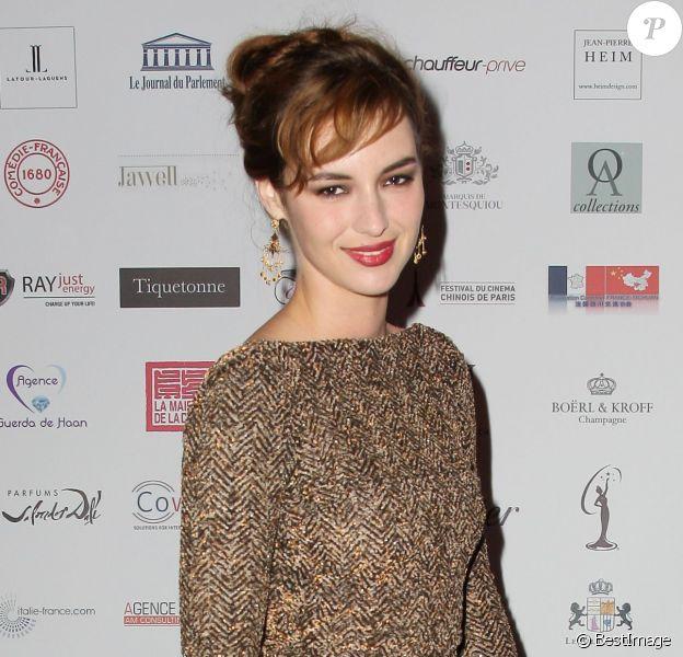 Louise Bourgoin assiste à la 16e édition du Bal de Paris à l'hôtel Le Marois. Paris, le 7 décembre 2013.